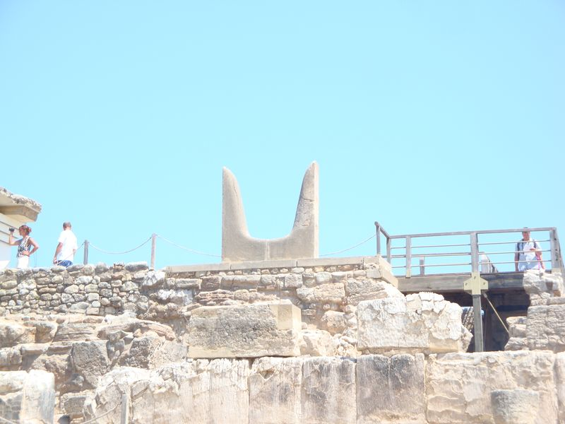 058. Horns of Consecration - (by Evans). These horns symbolized bull's power. Knossos (Κνωσσός)