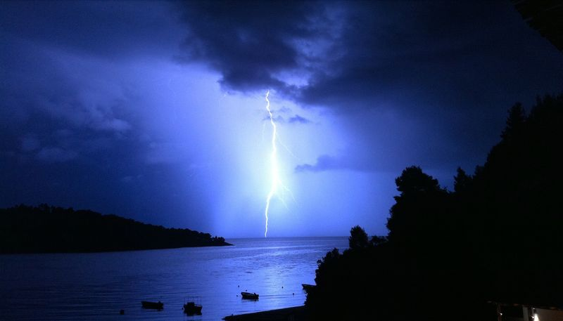 Lightning in Panormos bay (Πάνορμος)