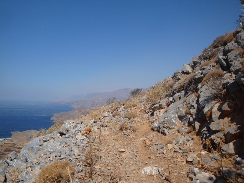 093. The end of a good path - Climbing to Timios Stavros Church. Skinaria village (Σκινάρια, Ρέθυμνο), South Crete.