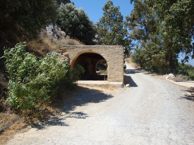 097. Beginning of the path to Timios Stavros Church - Skinaria village (Σκινάρια, Ρέθυμνο), South Crete.